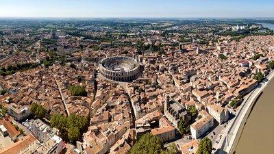 Arles (© By Chensiyuan (Own work) [CC BY-SA 4.0 (http://creativecommons.org/licenses/by-sa/4.0)], via Wikimedia Commons (original photo: https://commons.wikimedia.org/wiki/File:1_arles_france_2016.jpg))