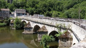 Le Pont de Cirou (© By Thérèse Gaigé (Own work) [CC BY-SA 3.0 (http://creativecommons.org/licenses/by-sa/3.0)], via Wikimedia Commons)