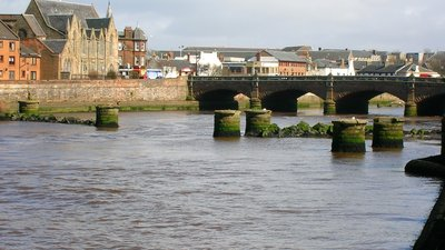 River Ayr and old railway bridge to the harbour near the caravan site (© By Rosser1954 (Own work) [CC BY-SA 3.0 (https://creativecommons.org/licenses/by-sa/3.0)], via Wikimedia Commons (original photo: https://commons.wikimedia.org/wiki/File:River_Ayr_and_old_railway_bridge_to_the_harbour.JPG))