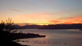 Gourock sunset - By No machine-readable author provided. IgWannA assumed (based on copyright claims). [Public domain], via Wikimedia Commons