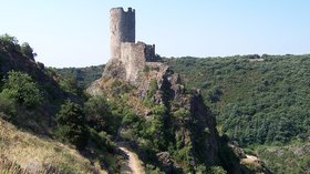 Aude Châteaux de Lastours (© By Zewan (Own work) [GFDL (http://www.gnu.org/copyleft/fdl.html) or CC BY-SA 3.0 (http://creativecommons.org/licenses/by-sa/3.0)], via Wikimedia Commons)