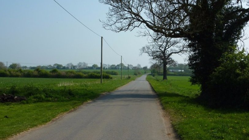 Metheringham Fen Lane (© © Copyright Richard Croft (http://www.geograph.org.uk/profile/1904) and licensed for reuse (http://www.geograph.org.uk/reuse.php?id=2374414) under this Creative Commons Licence (https://creativecommons.org/licenses/by-sa/2.0/).)