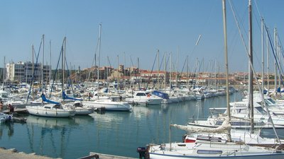Port de plaisance de Narbonne-Plage (© By Florian Pépellin (Own work) [CC BY-SA 3.0 (http://creativecommons.org/licenses/by-sa/3.0)], via Wikimedia Commons (original photo: https://commons.wikimedia.org/wiki/File:Port_de_plaisance_de_Narbonne-Plage.JPG))