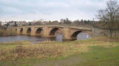 Corbridge Bridge (© Oliver Dixon [CC BY-SA 2.0 (http://creativecommons.org/licenses/by-sa/2.0)], via Wikimedia Commons (original photo: https://commons.wikimedia.org/wiki/File:Corbridge_Bridge_-_geograph.org.uk_-_646759.jpg))