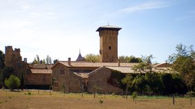 Bizanet Château de Gaussan (© By ArnoLagrange (Own work) [CC BY-SA 3.0 (http://creativecommons.org/licenses/by-sa/3.0)], via Wikimedia Commons (original photo: https://commons.wikimedia.org/wiki/File:Bizanet_Ch%C3%A2teau_de_Gaussan.jpg))