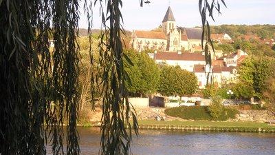 Triel-sur-Seine - panorama (© Corine REZEL [CC BY-SA 3.0 (http://creativecommons.org/licenses/by-sa/3.0)], via Wikimedia Commons (original photo: https://commons.wikimedia.org/wiki/File:Triel-sur-Seine,_France_-_panoramio.jpg))