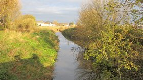 Fine Jane's Brook from Scarisbrick New Road, Southport close to the caravan park (© By Rept0n1x [CC BY-SA 3.0 (https://creativecommons.org/licenses/by-sa/3.0)], from Wikimedia Commons (original photo: https://commons.wikimedia.org/wiki/File:Fine_Jane%27s_Brook_from_Scarisbrick_New_Road,_Southport_(3).JPG))