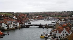 Whitby Bridge (© J3Mrs at English Wikipedia [CC BY-SA 3.0 (https://creativecommons.org/licenses/by-sa/3.0)], via Wikimedia Commons (original photo: https://commons.wikimedia.org/wiki/File:Whitby_Bridge.JPG))