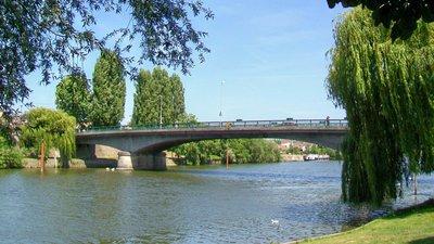 In the region - Persan et Beaumont-sur-Oise, pont de l'Oise (© By P.poschadel (Own work) [CC BY-SA 2.0 fr (http://creativecommons.org/licenses/by-sa/2.0/fr/deed.en)], via Wikimedia Commons (original photo: https://commons.wikimedia.org/wiki/File:Persan_et_Beaumont-sur-Oise_(95),_pont_de_l'Oise.jpg))