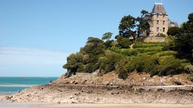 Nice area in the region - Bretagne, Ille-et-Vilaine, Dinard (© By Calips (Own work) [CC BY-SA 3.0 (http://creativecommons.org/licenses/by-sa/3.0)], via Wikimedia Commons (original photo: https://commons.wikimedia.org/wiki/File:France_Bretagne_Ille-et-Vilaine_Dinard_02.jpg))