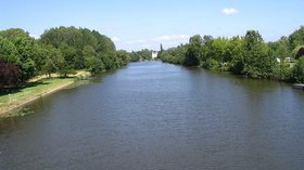 River Sarthe between Morannes and Chemiré-sur-Sarthe (© By Own work (Own work) [GFDL (http://www.gnu.org/copyleft/fdl.html) or CC BY-SA 3.0 (http://creativecommons.org/licenses/by-sa/3.0)], via Wikimedia Commons)