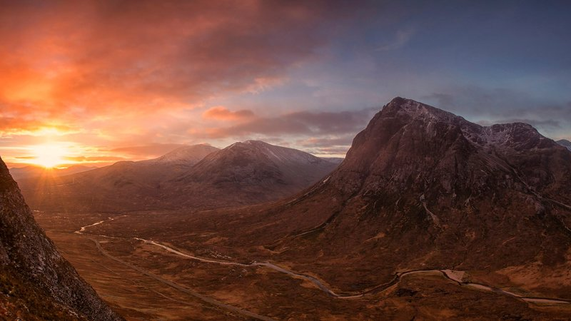 Rannoch Moor - Sunrise over Rannoch Moor in the West Highlands, a beautiful place to camp in Scotland (© Photo by John Mcsporran (https://www.flickr.com/photos/127130111@N06/))