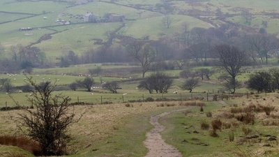 Pennine Way and upper Edale  (© © Copyright Andrew Hill (https://www.geograph.org.uk/profile/17057) and licensed for reuse (http://www.geograph.org.uk/reuse.php?id=2826688) under this Creative Commons Licence (https://creativecommons.org/licenses/by-sa/2.0/).)