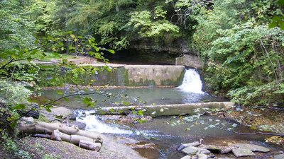 Weir on Skelton Beck  (© © Copyright Phil Catterall (https://www.geograph.org.uk/profile/5995) and licensed for reuse (http://www.geograph.org.uk/reuse.php?id=250956) under this Creative Commons Licence (https://creativecommons.org/licenses/by-sa/2.0/).)