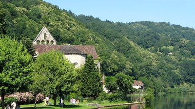 Beaulieu sur Dordogne Limousin (Kapel des Pénitents) (© By Hubert DENIES (Own work) [CC BY-SA 3.0 (http://creativecommons.org/licenses/by-sa/3.0)], via Wikimedia Commons (original picture: https://upload.wikimedia.org/wikipedia/commons/6/6c/Beaulieu-sur-Dordogne_Limousin_France_2010_Kapel_des_P%C3%A9nitents_3.jpg))