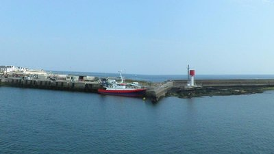 In Finistere region: Port - Panorama (Guilvinec) (© By Gzen92 (Own work) [CC BY-SA 4.0 (http://creativecommons.org/licenses/by-sa/4.0)], via Wikimedia Commons (original photo: https://commons.wikimedia.org/wiki/File:Port_-_Panorama_(Guilvinec)_(2).jpg))