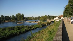 In the Indre-et-Loire region - Cher river at Savonnière (Indre-et-Loire), panoramio (© Maarten Sepp [CC BY-SA 3.0 (http://creativecommons.org/licenses/by-sa/3.0)], via Wikimedia Commons (original photo: https://commons.wikimedia.org/wiki/File:Cher_river_at_Savonni%C3%A8re_(Indre-et-Loire),_France_-_panoramio.jpg))