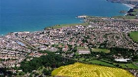 Aerial View of Trenance Holiday Park - The area shaded in yellow shows our proximity to the beach.