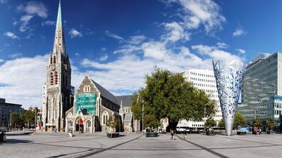 Roger T Wong -Christchurch Cathedral Square panorama (© By Roger Wong from Hobart, Australia (20100130-07-Christchurch Cathedral Square panorama) [CC BY-SA 2.0 (http://creativecommons.org/licenses/by-sa/2.0)], via Wikimedia Commons (original photo: https://commons.wikimedia.org/wiki/File:Flickr_-_Roger_T_Wong_-_20100130-07-Christchurch_Cathedral_Square_panorama.jpg))