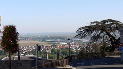 View_from_the_upper_town_of_Laon,_Aisne,_FranceP1070715 (© By Pline (Own work) [GFDL (http://www.gnu.org/copyleft/fdl.html) or CC BY-SA 3.0 (http://creativecommons.org/licenses/by-sa/3.0)], via Wikimedia Commons (original picture: https://upload.wikimedia.org/wikipedia/commons/b/be/View_from_the_upper_town_of_Laon%2C_Aisne%2C_FranceP1070715.JPG))