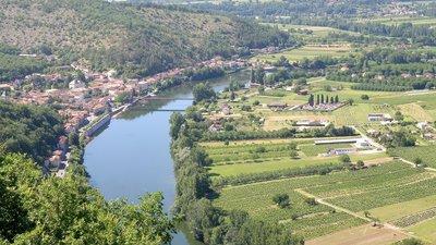 In the region: Douelle Vue générale (© By Torsade de Pointes (Self-photographed) [Public domain], via Wikimedia Commons)