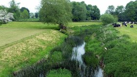 River Wreake at Thrussington  (© © Copyright Alan Murray-Rust (https://www.geograph.org.uk/profile/9181) and licensed for reuse (https://www.geograph.org.uk/reuse.php?id=5787242) under this Creative Commons Licence (https://creativecommons.org/licenses/by-sa/2.0/).)