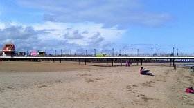 Skegness Pier (© By MOTORAL1987 (Own work) [CC BY-SA 3.0 (http://creativecommons.org/licenses/by-sa/3.0)], via Wikimedia Commons (original photo: https://commons.wikimedia.org/wiki/File:Skegness_Pier.jpg))