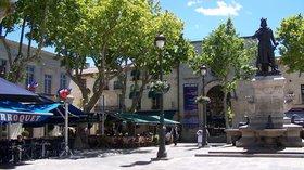 Place Saint Louis Aigues Mortes (© By Baptiste Rossi (Own work) [Public domain], via Wikimedia Commons)