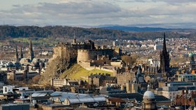 Edinburgh Castle (© By Saffron Blaze (Own work) [CC BY-SA 3.0 (https://creativecommons.org/licenses/by-sa/3.0)], via Wikimedia Commons (original photo: https://commons.wikimedia.org/wiki/File:Edinburgh_Castle_Overview.jpg))