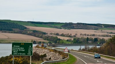 A9 near Dingwall, Ross and Cromarty near the caravan site (© By Phillip Capper from Wellington, New Zealand [CC BY 2.0 (http://creativecommons.org/licenses/by/2.0)], via Wikimedia Commons (original photo: https://commons.wikimedia.org/wiki/File:A9_near_Dingwall,_Ross_and_Cromarty,_Scotland,_18_April_2011_-_Flickr_-_PhillipC.jpg))