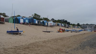 Beach Huts on Abersoch Beach (© By Philly0fish (Own work) [CC BY-SA 3.0 (http://creativecommons.org/licenses/by-sa/3.0)], via Wikimedia Commons (original photo: https://commons.wikimedia.org/wiki/File:Beach_Huts_on_Abersoch_Beach.jpg#filelinks))