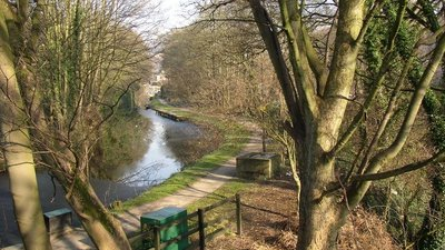 The Halifax branch canal, Halifax (© Humphrey Bolton / The Halifax branch canal, Halifax (original photo: https://commons.wikimedia.org/wiki/File:The_Halifax_branch_canal,_Halifax_-_geograph.org.uk_-_695114.jpg))