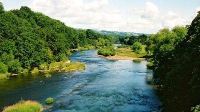 River Wye, Hay on Wye  (© © Copyright John Lucas (https://www.geograph.org.uk/profile/14997) and licensed for reuse (http://www.geograph.org.uk/reuse.php?id=277910) under this Creative Commons Licence (https://creativecommons.org/licenses/by-sa/2.0/).)