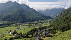 Vallee Ossau in the region (© Photo: Myrabella / Wikimedia Commons, via Wikimedia Commons (GFDL copy: https://en.wikipedia.org/wiki/GNU_Free_Documentation_License, original photo: https://commons.wikimedia.org/wiki/File:Vallee_Ossau.jpg))