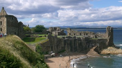 St Andrews Castle near the caravan park (© User: (WT-shared) Nab82ba at wts wikivoyage [CC BY 3.0 (http://creativecommons.org/licenses/by/3.0)], via Wikimedia Commons (original photo: https://commons.wikimedia.org/wiki/File:St-Andrews-Castle.JPG))