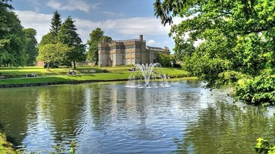 Lake and Hall, Astley Park  (© © Copyright David Dixon (https://www.geograph.org.uk/profile/43729) and licensed for reuse (http://www.geograph.org.uk/reuse.php?id=4024746) under this Creative Commons Licence (https://creativecommons.org/licenses/by-sa/2.0/).)