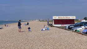 The beach, Hayling Island  (© © Copyright Alan Hunt (http://www.geograph.org.uk/profile/43457) and licensed for reuse (http://www.geograph.org.uk/reuse.php?id=4976906) under this Creative Commons Licence (https://creativecommons.org/licenses/by-sa/2.0/).)