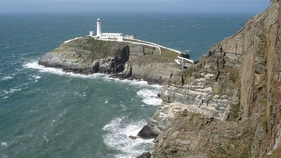 Lighthouse Holyhead, Wales (© By Abbasi1111 (Own work) [CC BY 3.0 (http://creativecommons.org/licenses/by/3.0)], via Wikimedia Commons (original photo: https://commons.wikimedia.org/wiki/File:Lighthouse_Holyhead_Wales.JPG))