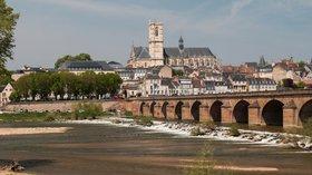 Nevers-Pont_sur_la_Loire-Cathédrale_Saint_Cyr_et_Sainte_Julitte-20160502