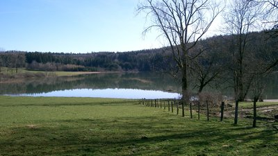 In the Jura area - Lac du Fioget - By PRA (Own work) [CC BY-SA 3.0 (http://creativecommons.org/licenses/by-sa/3.0) or GFDL (http://www.gnu.org/copyleft/fdl.html)], via Wikimedia Commons (GFDL copy: https://en.wikipedia.org/wiki/GNU_Free_Documentation_License, original photo: https://commons.wikimedia.org/wiki/File:Lac_du_Fioget_-_Jura_(France).JPG) (© By PRA (Own work) [CC BY-SA 3.0 (http://creativecommons.org/licenses/by-sa/3.0) or GFDL (http://www.gnu.org/copyleft/fdl.html)], via Wikimedia Commons (GFDL copy: https://en.wikipedia.org/wiki/GNU_Free_Documentation_License, original photo: https://commons.wikimedia.org/wiki/File:Lac_du_Fioget_-_Jura_(France).JPG))