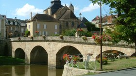Region of Creuse and its beautiful views (© By Dickeybird (Own work) [CC BY-SA 3.0 (http://creativecommons.org/licenses/by-sa/3.0) or GFDL (http://www.gnu.org/copyleft/fdl.html)], via Wikimedia Commons (GFDL copy: https://en.wikipedia.org/wiki/GNU_Free_Documentation_License, original photo: https://commons.wikimedia.org/wiki/File:France_Summer_2008_044.JPG))