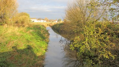 Fine Jane's Brook from Scarisbrick New Road, Southport (© By Rept0n1x [CC BY-SA 3.0  (https://creativecommons.org/licenses/by-sa/3.0)], from Wikimedia Commons (original photo: https://commons.wikimedia.org/wiki/File:Fine_Jane%27s_Brook_from_Scarisbrick_New_Road,_Southport_(3).JPG))
