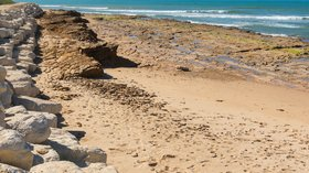Beach in Les-Portes-en-Ré (© By Jebulon (Own work) [CC0], via Wikimedia Commons)