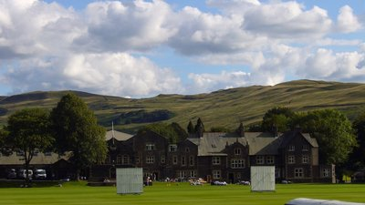 Sedbergh School Field (© By RFBailey (Own work) [GFDL (http://www.gnu.org/copyleft/fdl.html), CC-BY-SA-3.0 (http://creativecommons.org/licenses/by-sa/3.0/) or CC BY-SA 2.5-2.0-1.0 (https://creativecommons.org/licenses/by-sa/2.5-2.0-1.0)], via Wikimedia Commons (GFDL copy: https://en.wikipedia.org/wiki/GNU_Free_Documentation_License, original photo: https://commons.wikimedia.org/wiki/File:Sedbergh_School_Field.JPG))