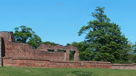 In the region: Bradgate House panorama (© By NotFromUtrecht (Own work) [CC BY-SA 3.0 (http://creativecommons.org/licenses/by-sa/3.0)], via Wikimedia Commons (original photo: https://commons.wikimedia.org/wiki/File:Bradgate_House_panorama.jpg))