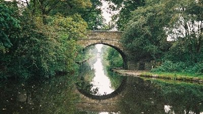Belfield Bridge, Rochdale Canal, Lancashire near the caravan site (© © Copyright Dr Neil Clifton (https://www.geograph.org.uk/profile/796) and licensed for reuse (http://www.geograph.org.uk/reuse.php?id=54351) under this Creative Commons Licence (https://creativecommons.org/licenses/by-sa/2.0/).)