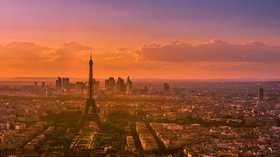 Sunset over Paris city centre (© By Tommie Hansen (Sunset in Paris, France  Uploaded by paris 17) [CC BY 2.0 (http://creativecommons.org/licenses/by/2.0)], via Wikimedia Commons (original photo: https://commons.wikimedia.org/wiki/File:Sunset_over_Paris_5,_France_August_2013.jpg))