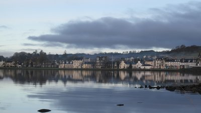 Reflections of Lochgilphead in December near the caravan site (© By ambabheg (Flickr: Reflections of Lochgilphead in December) [CC BY 2.0 (http://creativecommons.org/licenses/by/2.0)], via Wikimedia Commons (original photo:https://commons.wikimedia.org/wiki/File:Reflections_of_Lochgilphead_in_December.jpg))