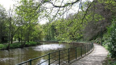 Morpeth - west bank of River Wansbeck  (© © Copyright Dave Bevis (https://www.geograph.org.uk/profile/18186) and licensed for reuse (http://www.geograph.org.uk/reuse.php?id=2924207) under this Creative Commons Licence (https://creativecommons.org/licenses/by-sa/2.0/).)