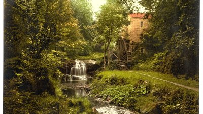Whitby, Rigg Mill, near Whitby, Yorkshire (© By Photochrom Print Collection [Public domain], via Wikimedia Commons (original photo: https://commons.wikimedia.org/wiki/File:Whitby,_Rigg_Mill,_near_Whitby,_Yorkshire,_England-LCCN2002708336.jpg))